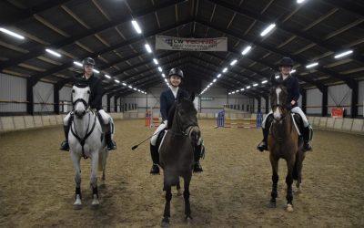 Pony's sluiten af met verenigingspringen